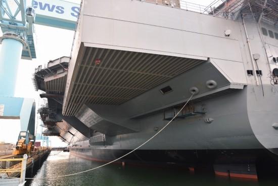 下水后的福特号航母-美国 史上最强航母 电磁弹射装置真容曝光图片