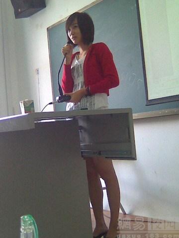 丝袜透视女仆装:中国学生大胆偷拍性感女教师