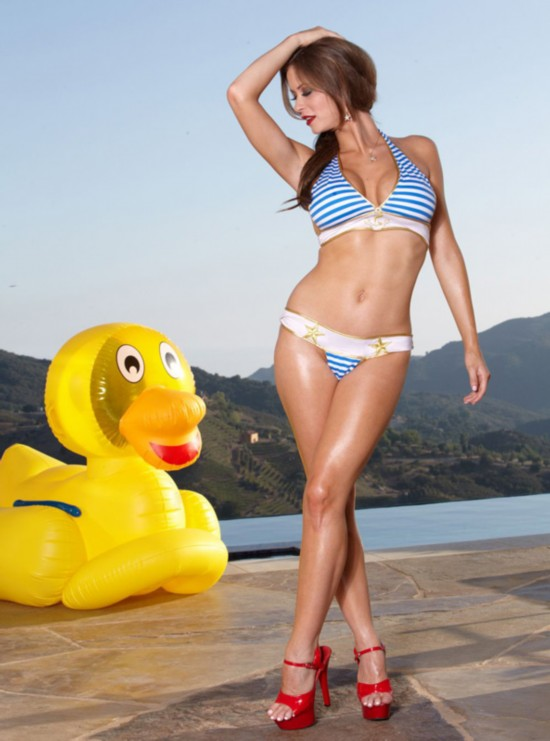 欧美内衣超模艾米莉最新泳装写真