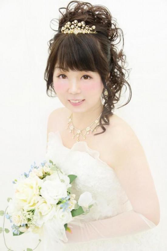 日cosplay迷将54岁母亲化妆成动漫美少女