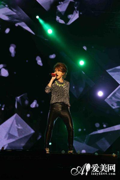 我是歌手2冠军 邓紫棋周笔畅斗个性造型