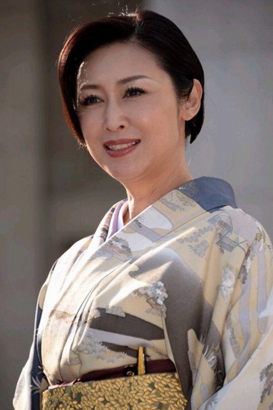 日本女议员国会上演和服秀(组图)