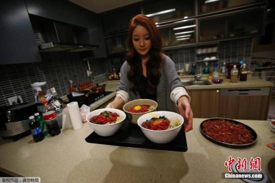 韩国美女吃饭视频美女吃饭韩国女子视频直播吃饭吃饭