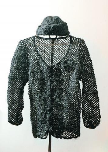 女子用11万根头发编织衣帽 为留住青春记忆(图)