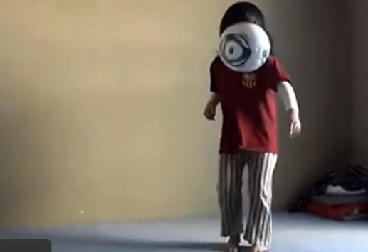 梅西/日本六岁超萌萝莉展颠球爆红神技堪比梅西(图)