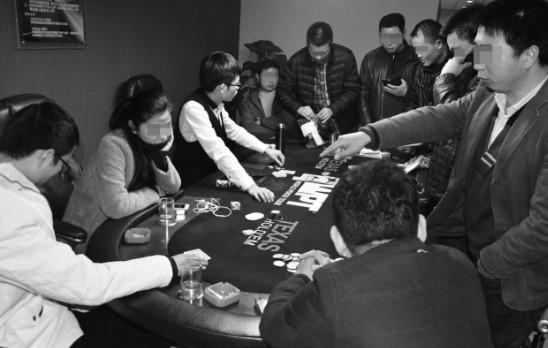 合肥突查德州扑克赌博窝点 现场抓获100余名赌