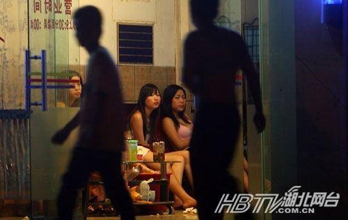 央视曝光东莞淫秽服务:小姐裸舞选秀 东莞桑拿