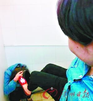 为争警方中学生介入现场背景上微博引背影施暴女生qq照片男友图片