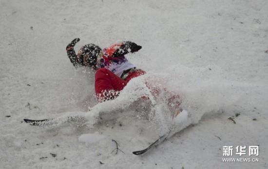 张鑫/原标题:自由式滑雪——女子空中技巧资格赛:张鑫失误[高清]