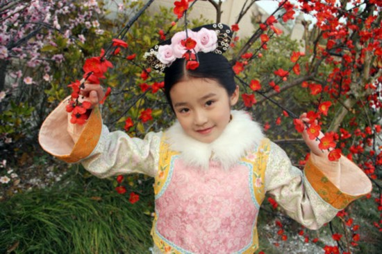 林青霞/10岁小萝莉眉眼间很像女神林青霞啊有木有!
