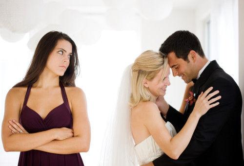 情感攻略:女人必看!男人出轨流露的五种痕迹【