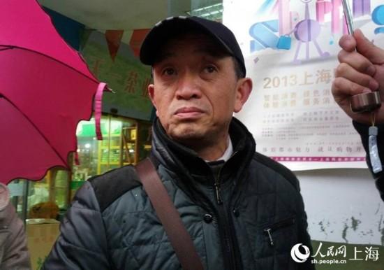 """受害人黄洋的父母亲昨天下午五点到达上海,今天早上,黄父黄国强在接受记者采访时说,这是他第五次来上海了,而这五次都是在黄洋出事后,黄父坚持""""杀人偿命"""",倘若不判死刑,一定当庭上诉。"""