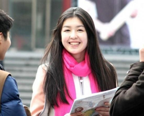 2月23日,上海戏剧学院招生艺考23日拉开大幕,来自全国各地的美女考生纷纷汇聚大学校园,交织成一道道靓丽的风景线。