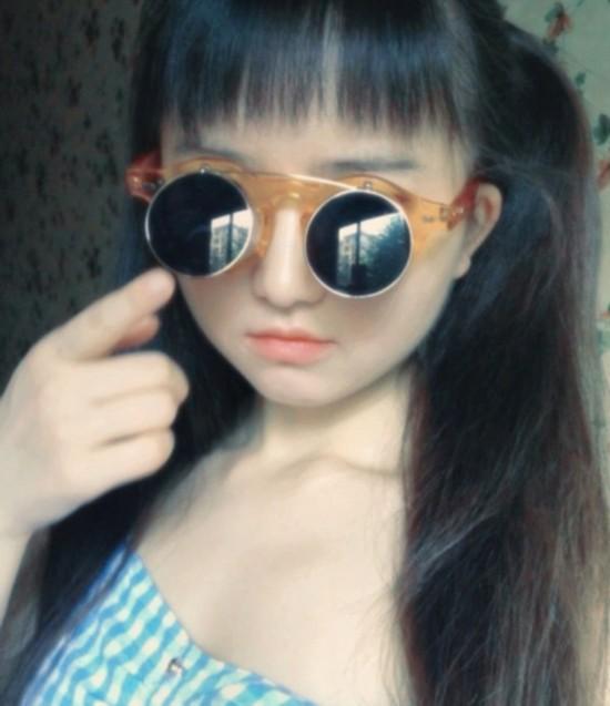 天山童姥附体 36岁少女肉身网络爆红组图【
