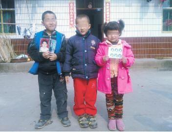 3个孩子的愿望是能见到爸爸和妈妈。