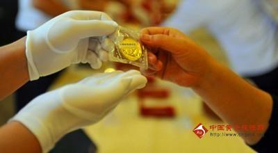 熊猫金币是以中国国宝――熊猫为主图的《熊猫》金币作为中国人民银行发行的普制金币。
