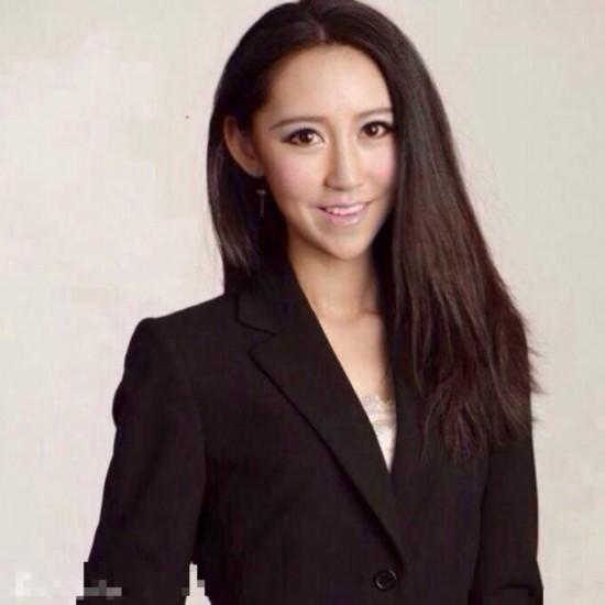 女记者容貌出众走红网络 神似佟丽娅