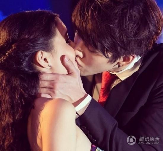 泰版《浪漫满屋》男女主角亲密接吻照大公开