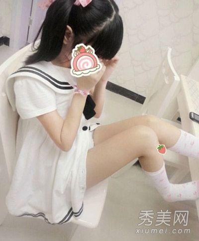 但裸露的大腿和小露的白色内裤可是很日系漫画风呀