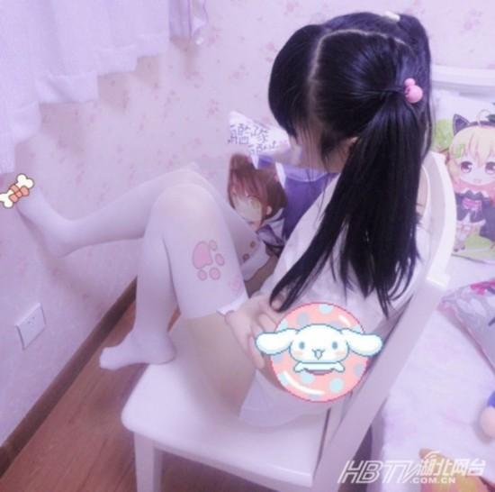 制服美女护士被强奸视频_据悉,这名小学生因为喜欢动漫游戏,所以是个不折不扣的\