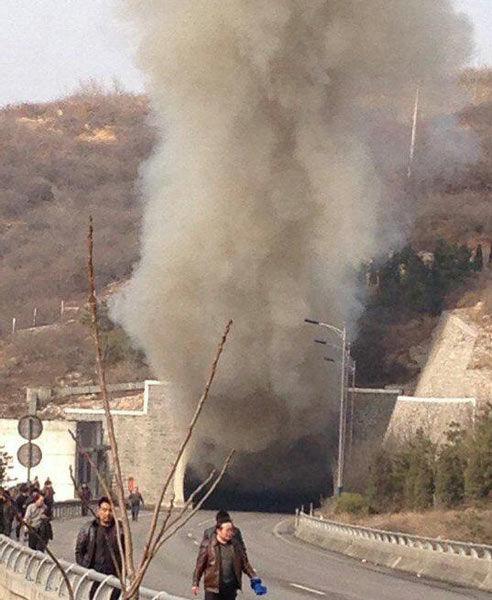 晋济高速岩后隧道交通事故致7人死亡 高清组图