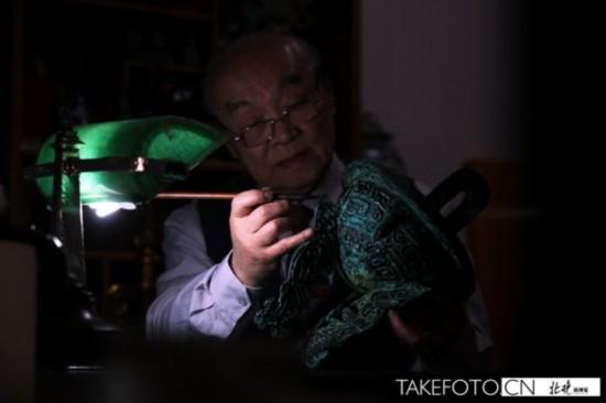 北京老人荣景甡折纸还原文物 青铜编钟逼真(图)