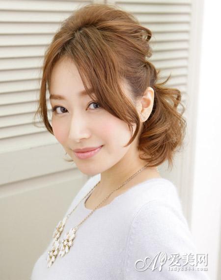 好看的公主头哦,像这款扎发造型,短发打造出蓬松的纹理,中分长刘海图片