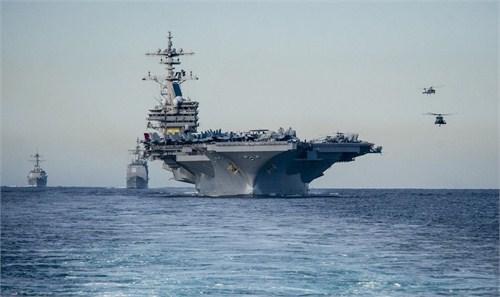 """布什/美国""""布什""""号航空母舰通过直布罗陀海峡进入地中海"""