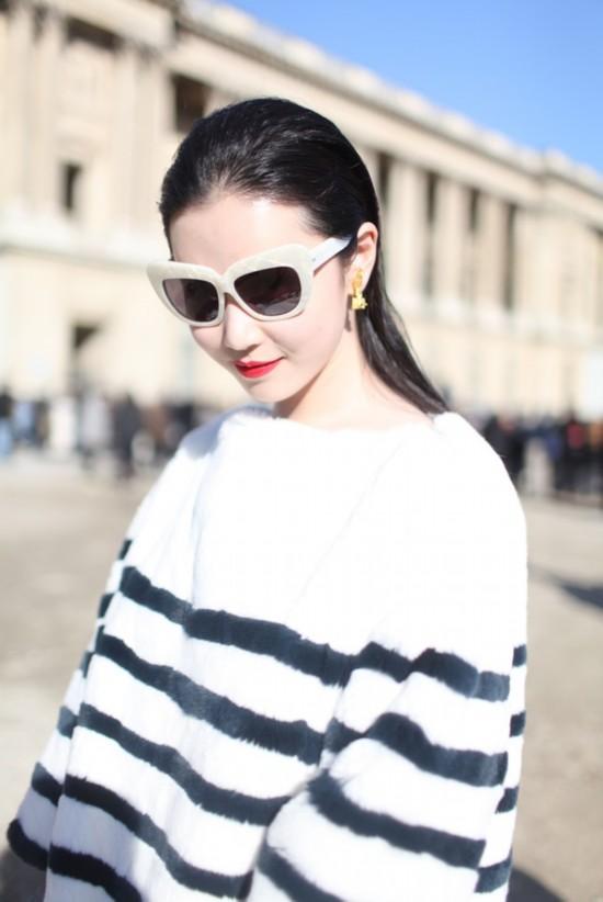 [时尚前沿]巴黎时装周街拍 太阳镜耍酷造型必备