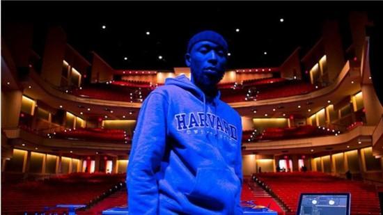 哈佛大学教授学习Hip-Hop文化 希望拉近师生关