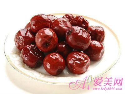 """俗话说,""""一日吃三枣,一辈子不显老""""。红枣最突出的特点是维生素含量高。中医认为,枣能补中益气、养血生津。"""