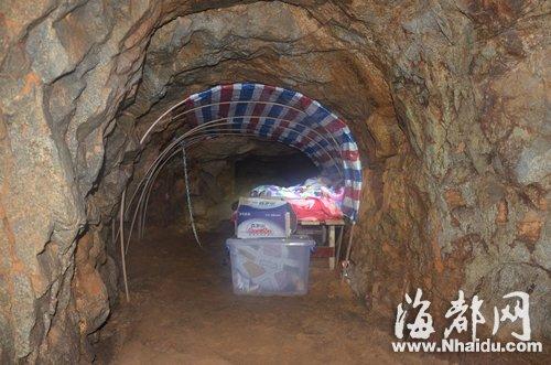拘禁人质的岩洞