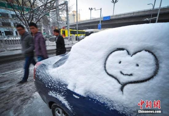 新疆乌鲁木齐再降大雪 气温起伏不定