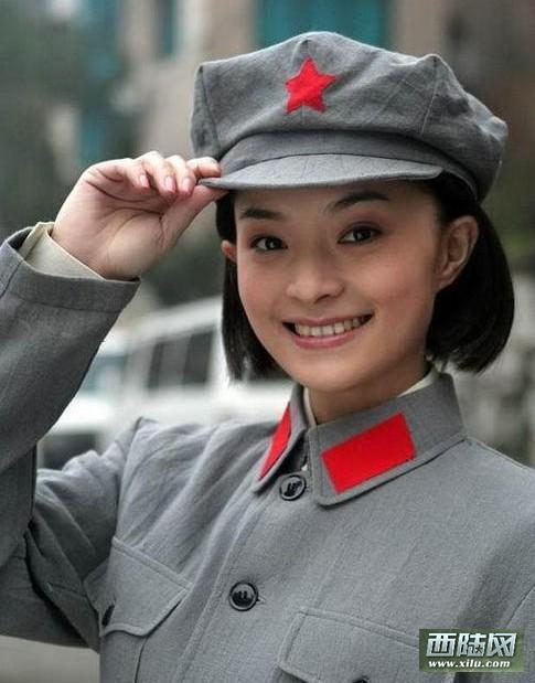 电视剧军服美女集中营:朱茵国军制服照最惊艳图组