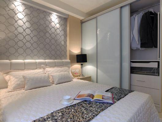 優美的曲線和內部燈槽設計為臥室打造了明亮舒適,優雅浪漫的空間氛圍.