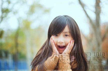 长沙5岁小萝莉萌照疯传 萌妹子写真清纯可爱