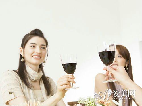 红酒的6大美丽魔法:养颜抗衰 加速新陈代谢