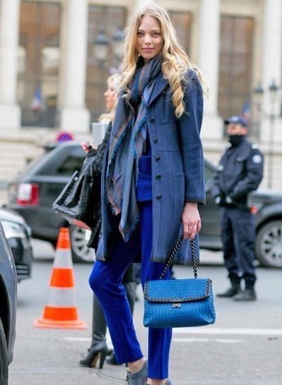 蓝色外套搭配什么颜色围巾