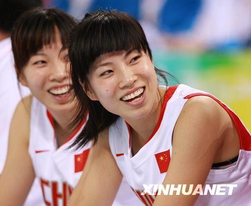 张瑜、张伟是1986年出生的双胞胎姐妹这对漂亮的篮坛姊妹...