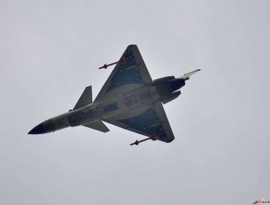 直击:量产型歼-10B战斗机抓紧试飞