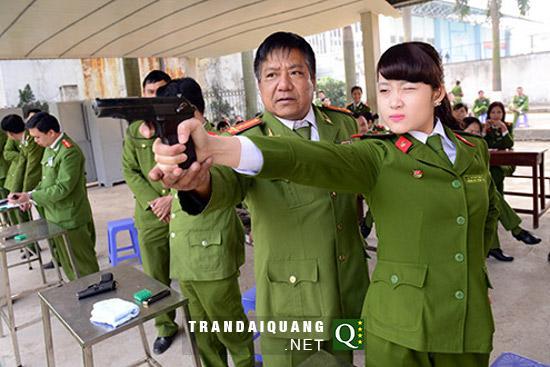 走进越南女兵的世界:才色俱佳