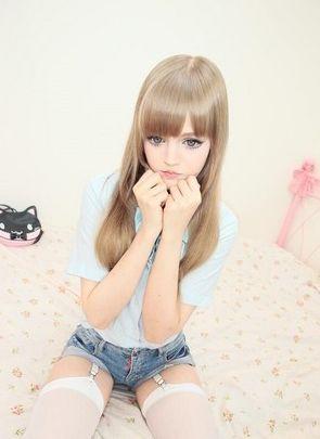 美国女孩Dakota Rose真人芭比短裙秀美腿(图