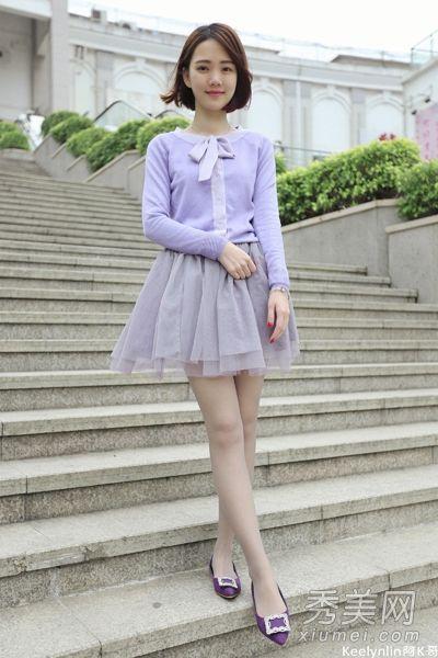 粉色短裙的白丝搔货_短裙丝袜秀美腿 黑丝白丝风格大不同- Micro Reading