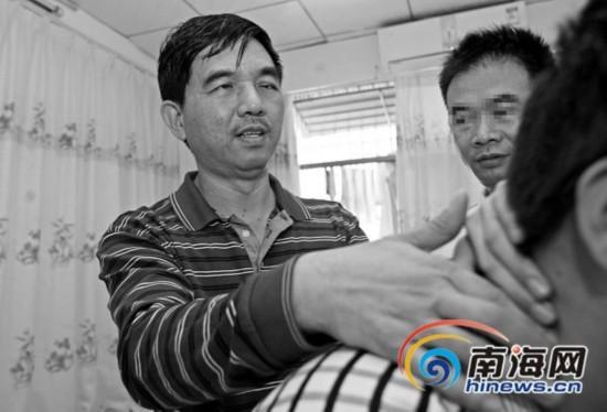 海口51岁盲人心系盲友 亏本开店收盲人员工