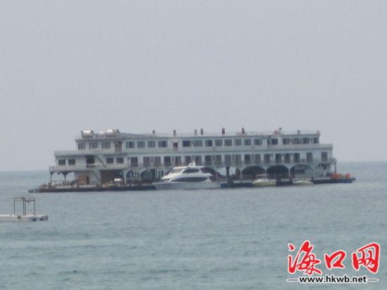 """海上盖房子?三亚大东海现不明""""海上会所"""""""