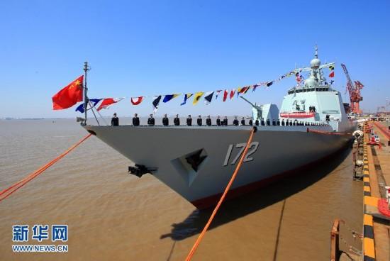 高清:我国新型导弹驱逐舰昆明舰交付海军