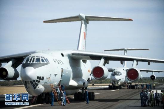 中国空军两架伊尔-76运输机抵达澳空军基地