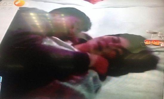 陕西官员与3女子搂抱遭拍不雅视频 被开除党籍