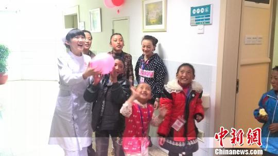 """23名患有先心病的藏族孩子来粤""""补心"""""""