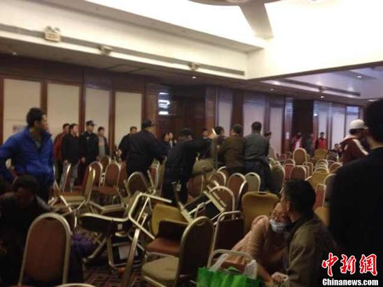 北京丽都酒店直击:马航航班家属悲痛欲绝